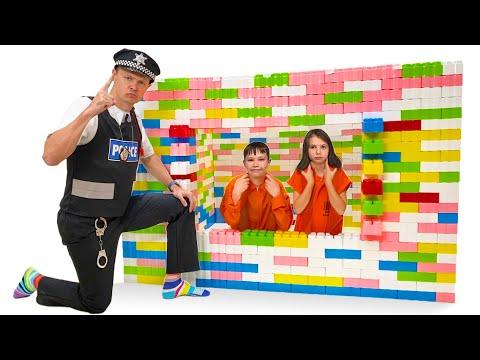 Макс и Катя сбежали из Лего тюрьмы