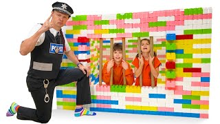 Фото Макс и Катя сбежали из Лего тюрьмы