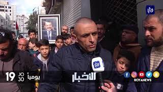 العشرات من أصحاب المحلات يغلقون محالهم احتجاجا على اعمال حفريات - (14-1-2018)