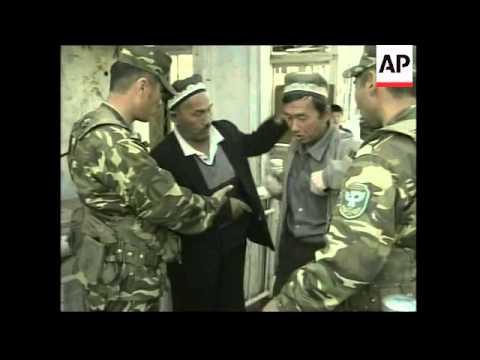 Uzbek refugees at border