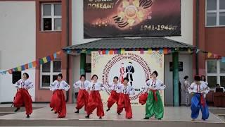 Смотреть видео Украинский народный танец «Каперуш» исполняет образцово художественный театр танца «Магия» онлайн