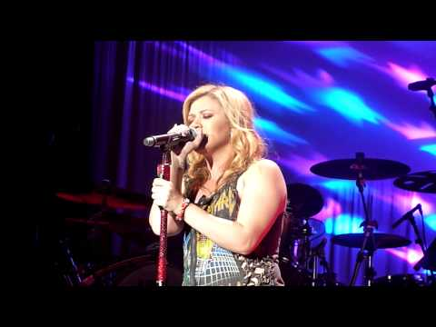Kelly Clarkson - Nothing Compares (Live) @ Dublin o2 Arena 2012