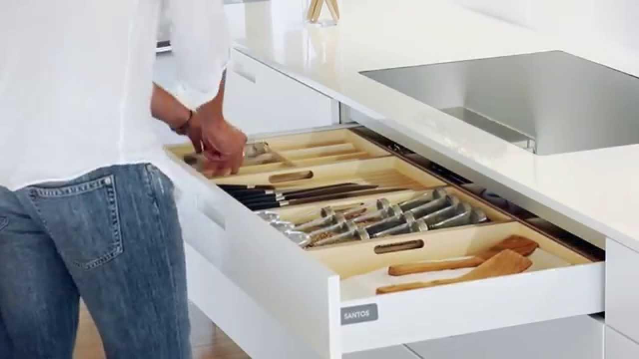 Cocinas sin tiradores sistema de apertura asistida de cocinas santos youtube - Cocina sin tiradores ...