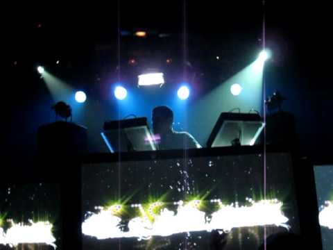 Kaskade  Amplifier vs Walking On A Dream @ The Mezzanine Dynasty Tour 52210