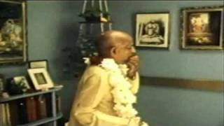 Srila Prabhupada - Chanting Japa Video - & Video in India