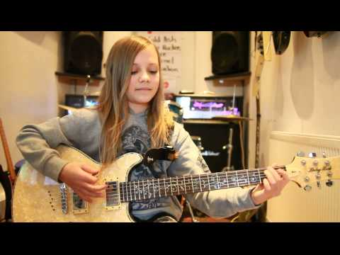 10 year old Zoe Thomson plays Hail To The King  Avenged Sevenfold