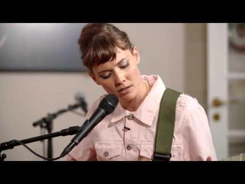 Oh Land synger 'The Spell' – Toppen af poppen