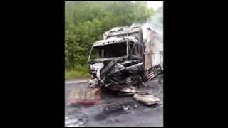 В ДТП на трассе перед Алексеевкой загорелись фура и легковой автомобиль