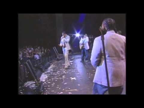 Aventura Ft.Don Omar - Ella Y Yo (Live) FB/GrupoAventuraChile