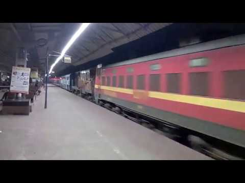13023 Howrah Gaya Express arriving Burdwan Station with rare combination of  dual engines