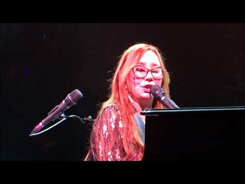 Tori Amos:  REINDEER KING - Native Invader Tour at Glasgow 02 Academy (Better Quality)