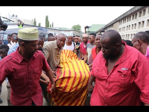Mwili wa Mzee Majuto Ukitolewa Muhimbili Kwenda Kuswaliwa