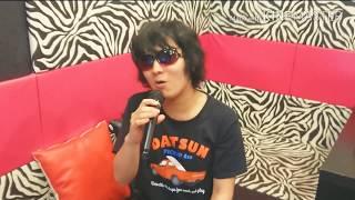 Y.Y歌唱。