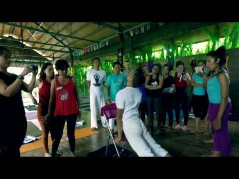 Scoliosis yoga workshop with Putu Dwijendra