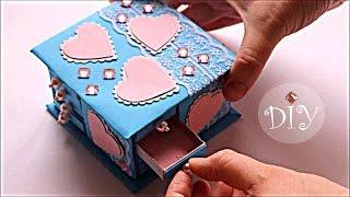 Как сделать ШКАТУЛКУ из спичечных коробков для кукол | How to make a box for dolls | Doll Crafts(В этом видео показано как сделать шкатулку из картона для кукол | This video shows how to make a box out of cardboard dolls., 2016-09-17T11:40:33.000Z)