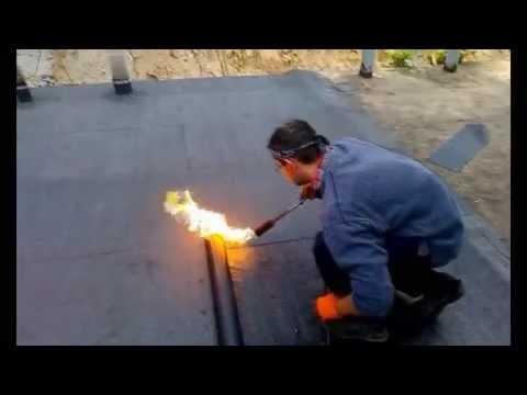 Как крыть крышу рубероидом видео