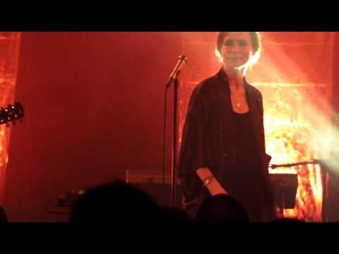 Nina Persson: Love has left the room (A Camp) -- live in Berlin