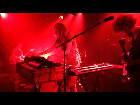 pond   baby's on fire [brian eno cover]   live @ maroquinerie