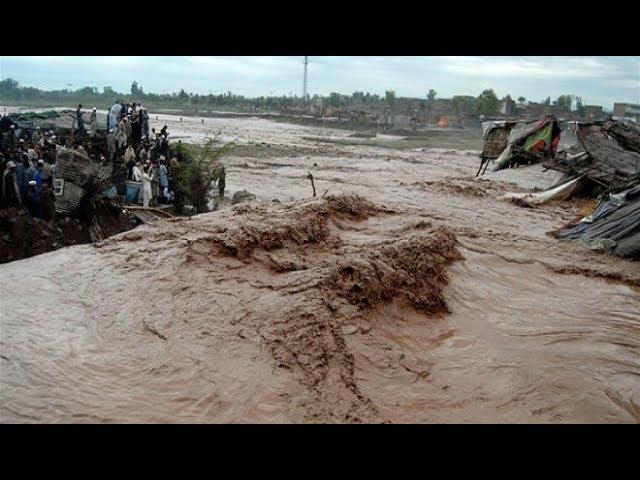 AMAZING Flash Flood India - DANGEROUS Flash Flood Caught On Tape 2017