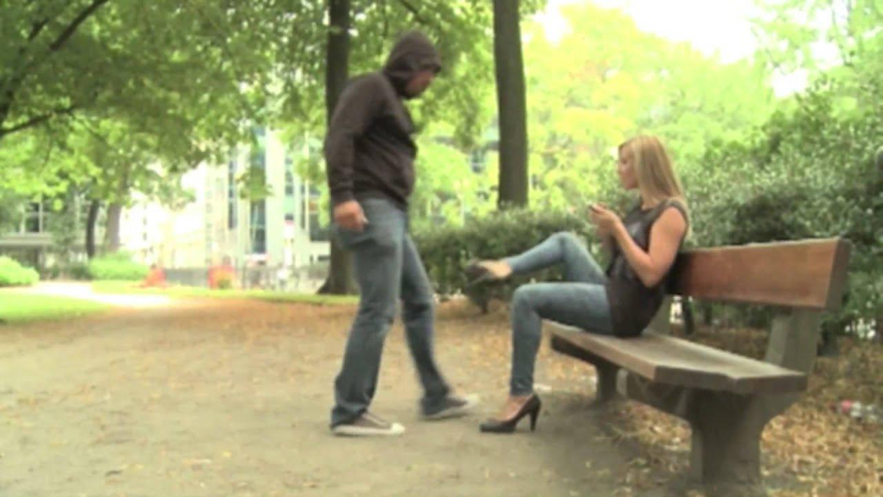 Femme agression rat e youtube - La femme a la bouche fendue ...
