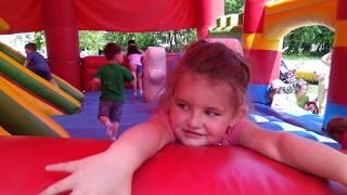 Диснейленд Миланаа сводит с ума батут Disneyland, Milana crazy trampoline