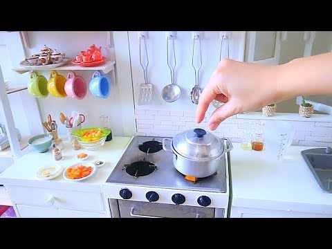 S2 EP71: MINIATURE COOKING COCONUT BEEF CURRY   KITCHEN PLAY SET REAL FOOD   ASMR  SOUNDS