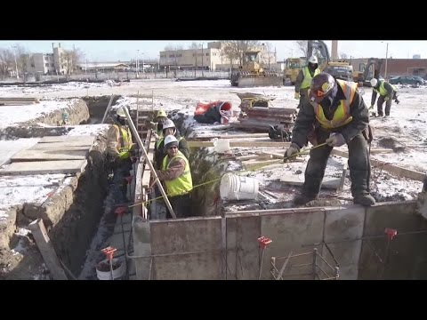 Outdoor workers find ways to stay warm during cold snap