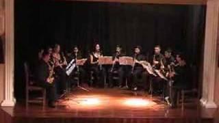 Tocata en el casino de arona de un grupo de clarinetes y saxos form...