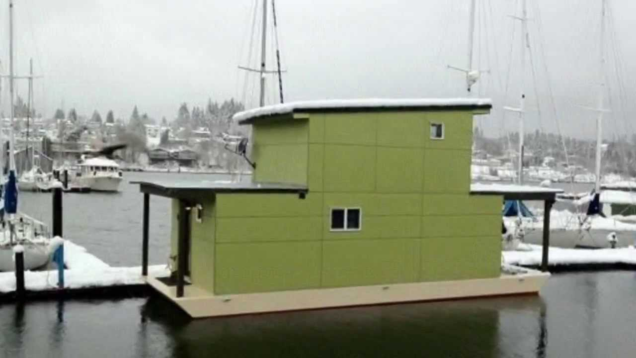 Small Houseboat Is 550 Square Feet Of Bliss: Would You Live Here?