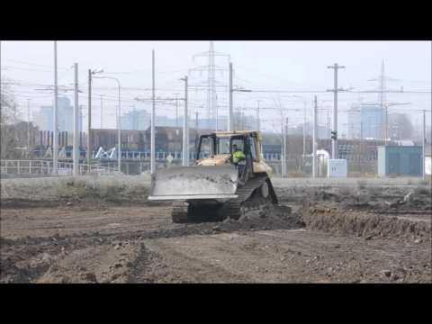 Bulldozer von Caterpillar auf Trivago Großbaustelle