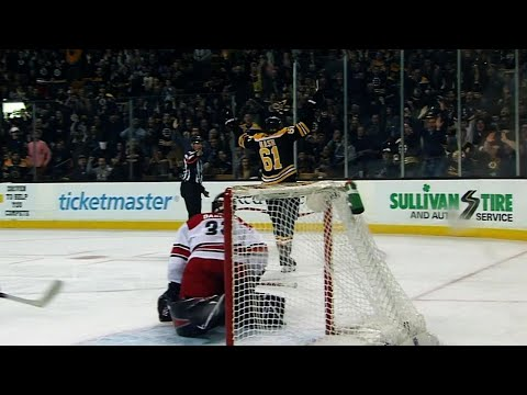 Rick Nash scores first goal with Bruins after sneaking past defence