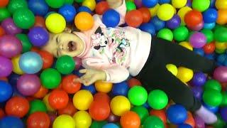 VLOG Мегалэнд парк развлечений Алиса играет с детьми kid's indoor intertainment center