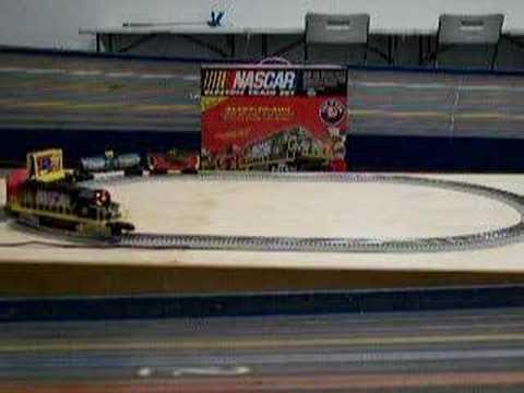 Amazon.com: Jimmie Johnson #48 O-Gauge Ready-to-Run NASCAR Train ...