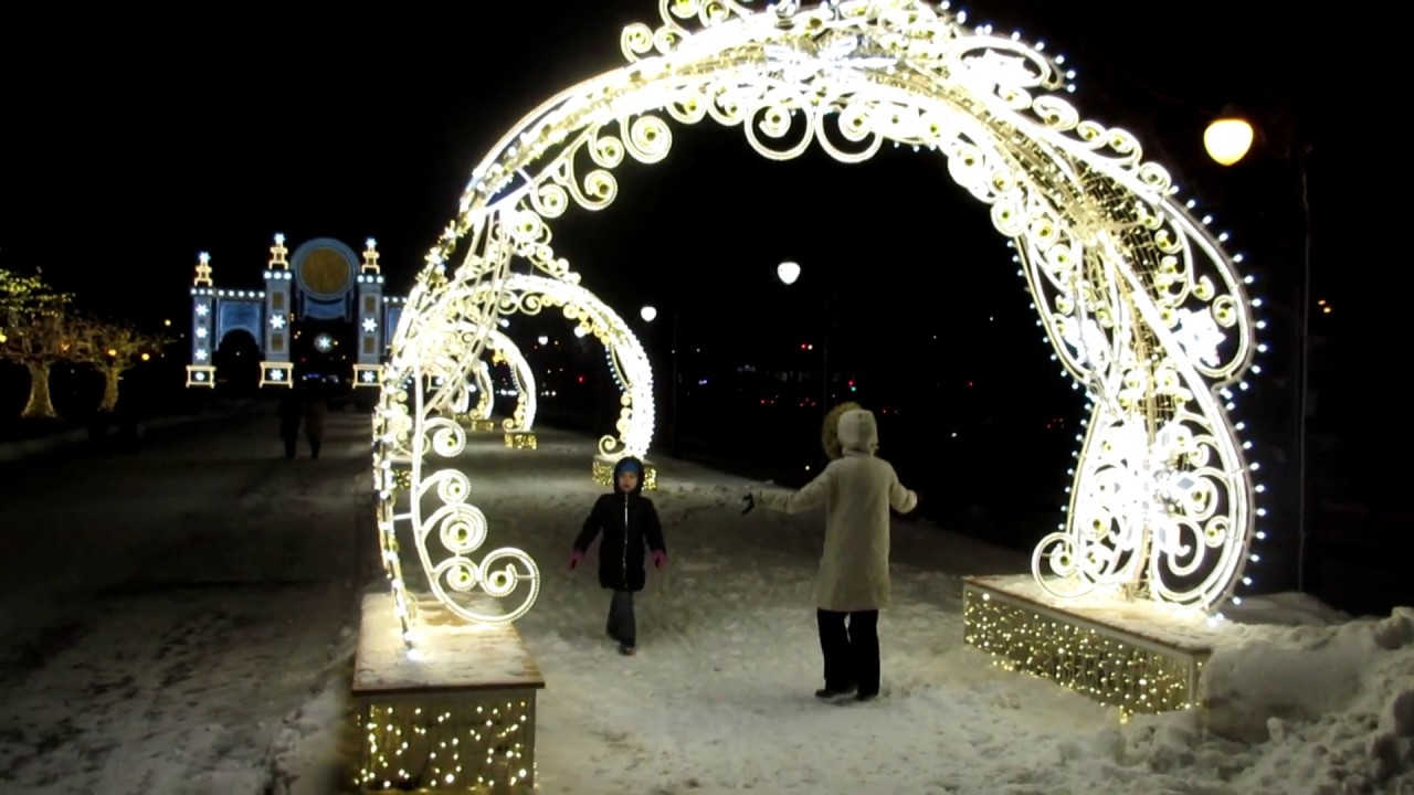 У цирка на проспекте Вернадского Новый год 2019 Путешествие в Рождество!
