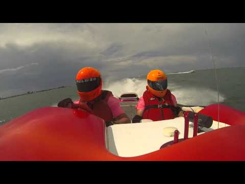 2 Minute Crazy Chicken Offshore Powerboat Video