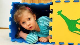 Alena build playhouses for toy animals