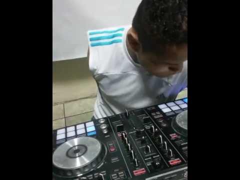 EN VIVO DJ GHOST DESDE RADIO LA TUYA GUAYAQUIL SEGUNDA PARTE 1 HORA DE BUENAS MEZCLAS