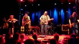 Watch Steve Earle It Takes A Lot To Laugh It Takes A Train To Cry video