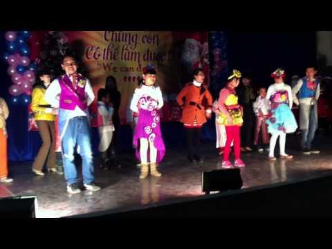 Biểu diễn thời trang của học sinh TK trường Nguyễn Đình Chiểu nhân dịp Noel 2014