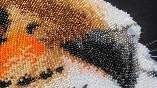 Процесс вышивки бисером в круговой технике
