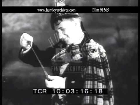 Harry Lauder sings Roamin' in the Gloamin' in 1931.  Film 91565