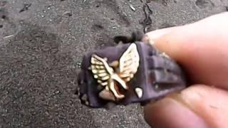 Поиск золота на нудистком пляже в Новой Зеландии.La búsqueda de oro en de Nueva zelanda.