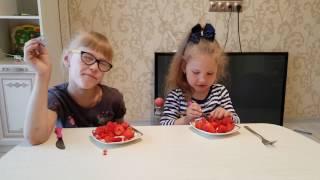 Готовим фруктовый салат#клубника#дети #радость