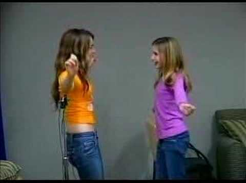 Aquamarine - Awesome Auditions (2006) - JoJo e Emma Roberts