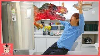 공룡이 냉장고 안에서 나타났어요! 말이야 끼야 국민이 무슨 일이? ♡ 상어가족 색깔놀이 베이빈 리얼 공룡 동물 피규어 장난감 놀이 toys | 말이야와아이들 MariAndKids
