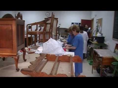 Taller de tapizado y restauraci n de muebles doovi - Taller restauracion muebles ...