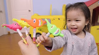 Colors for toddlers - Learn Colors with toy whistles - Xavi ABCKids