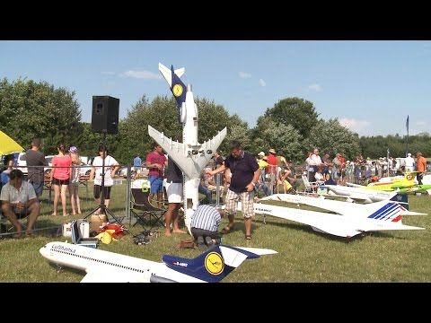 Superb Giant RC  Airliner Meeting 2015
