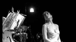 Il giovane Montalbano: Olivia Sellerio canta la sigla iniziale
