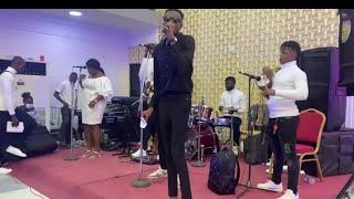 Download AKINTAYO AKINWANDE GIVE THEM LATEST VIBES ON STAGE